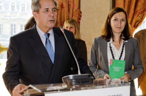 Photo :Pascale DEUMIER recevant son prix